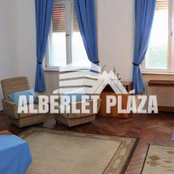 Alba Plázához közel bútorozott téglalakás kiadó