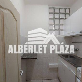 Kiadó a Lakatos utcai lakótelepen garzon lakás